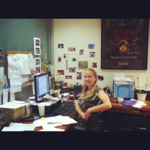 Minha boss Julianna, se vc acha pouco papel em cima da mesa ,vc ainda não viu de baixo!!